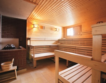 sauna wellness in linz. Black Bedroom Furniture Sets. Home Design Ideas